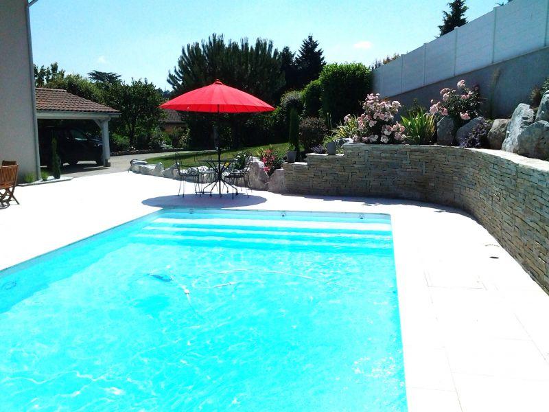 R alisations mur en pierre de luzerne piscine magiline for Piscine andrezieux